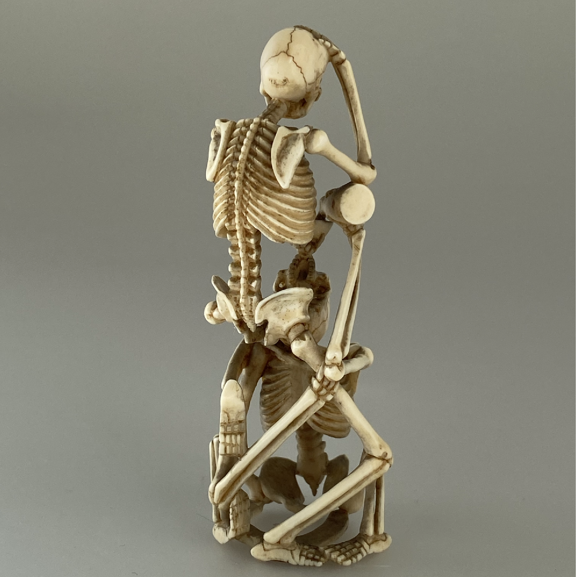 Japon, okimono,  deux squelettes buvant du saké, Japon 19ème.