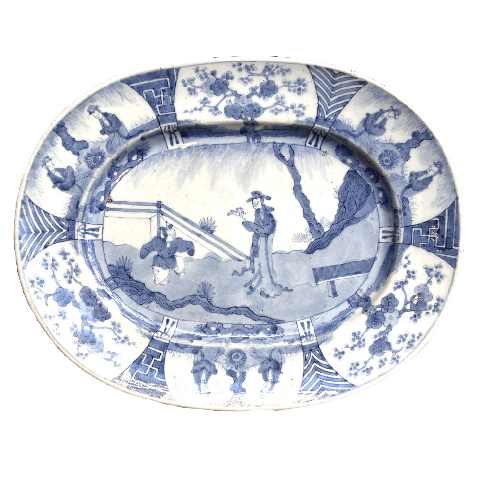 Japon, Plat en porcelaine bleu blanc, Arita, début du 18ème siècle.