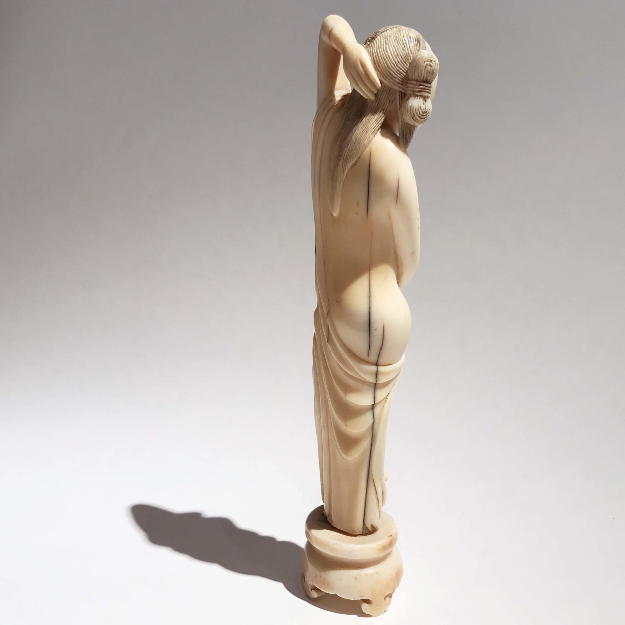 VENDU / SOLD Femme médecin, ivoire, Chine, milieu de l'époque Qing.