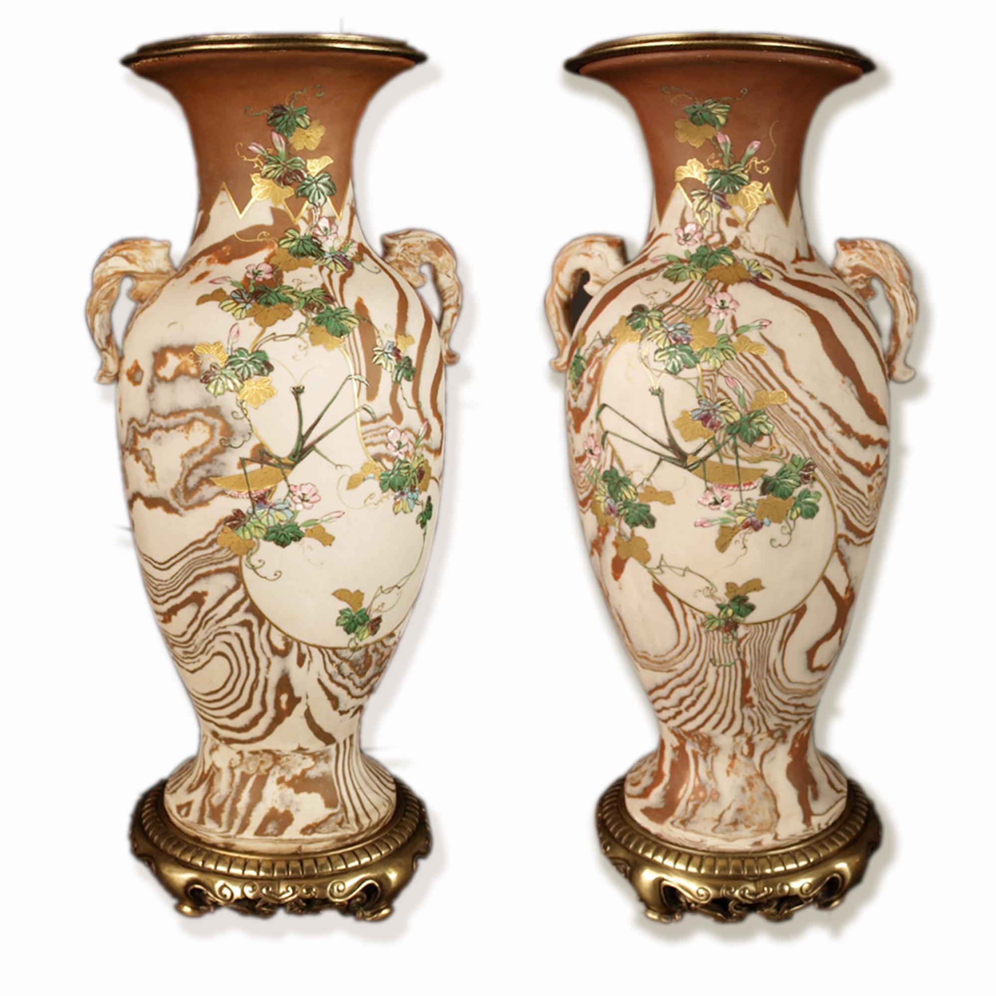 Japon, paire de vases marbrés et émaillés, Banko, époque Meiji.