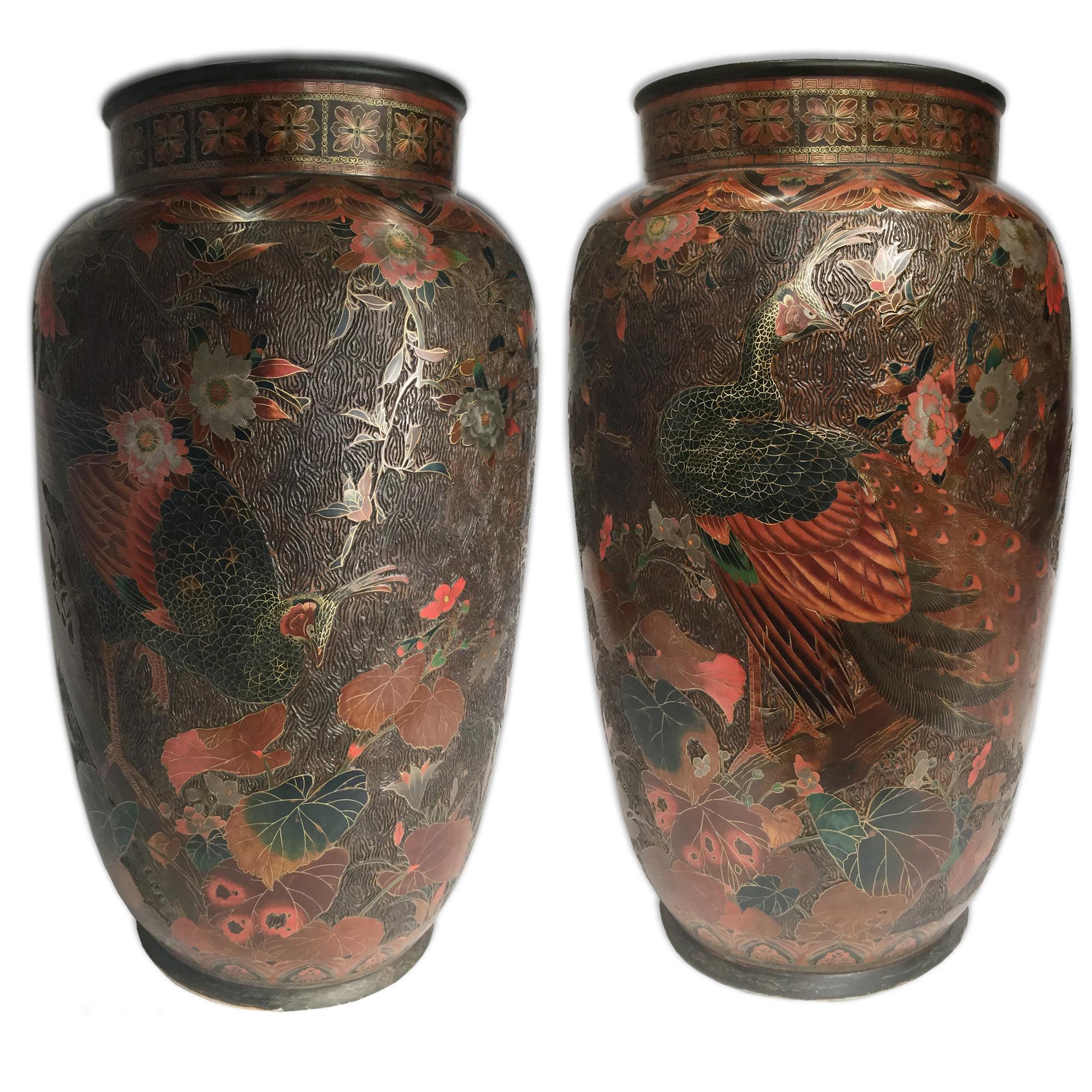 VENDU/SOLD Japon, Paire de grands vases en cloisonné de laque sur porcelaine, époque Meiji.