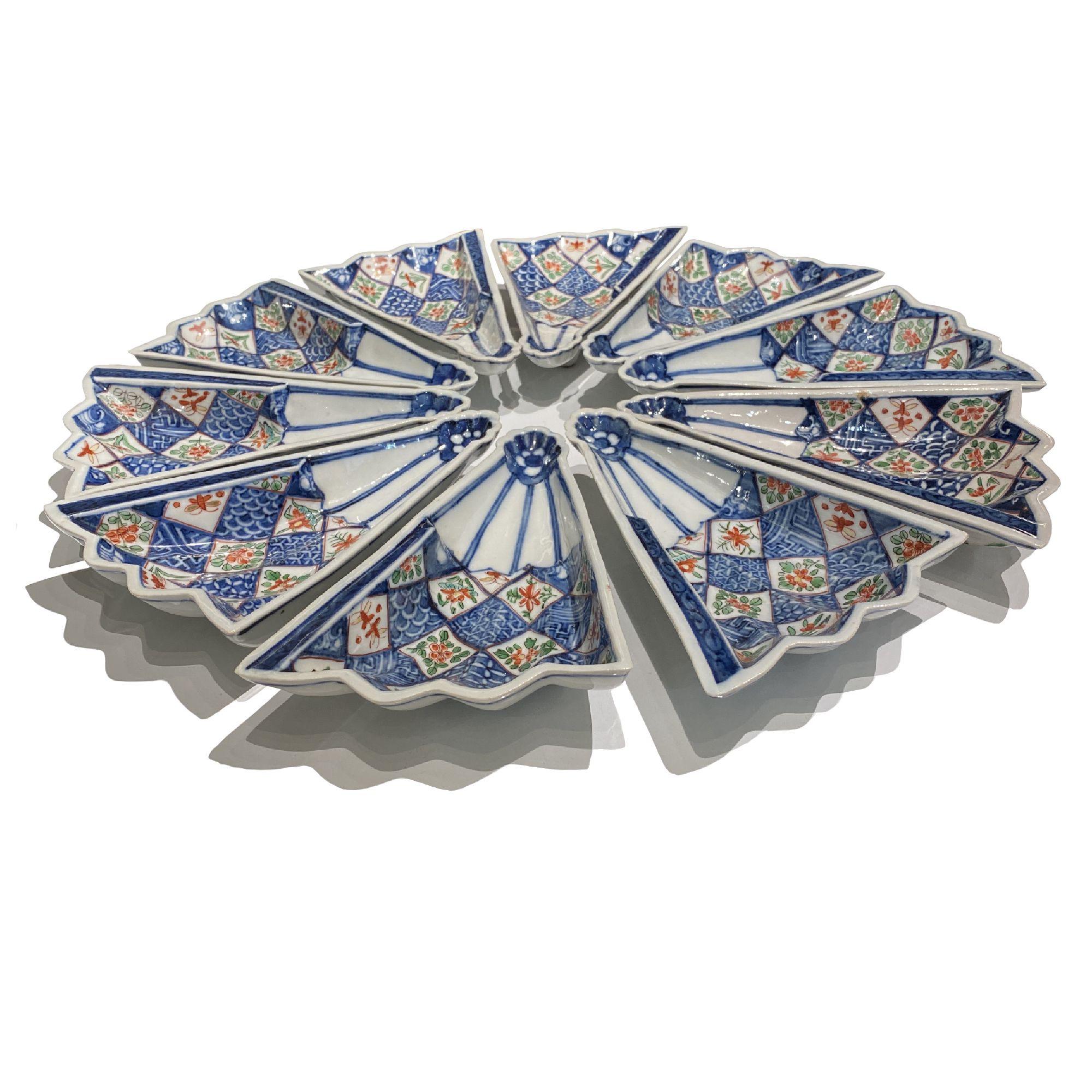 Japon, 10 plats en forme d' éventail à décor Imari, Arita fin du 19ème siècle.