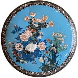 Japon, très grand plat en émaux cloisonné, XIXe siècle.