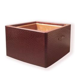 Japon, Grand Hibachi ou brasero japonais de forme carrée.