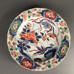 Japon, Plat en porcelaine de Arita à décor Imari, début du 18ème siècle.