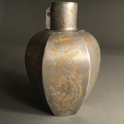 VENDU Chine, pot à thé en étain avec incrustations dorées, début du 18ème siècle.
