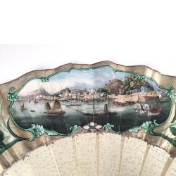 VENDU Chine, Canton, éventail avec vue de Macau, vers 1870.