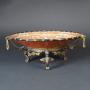 Chine, plat en porcelaine de Canton, monté en bronze, 19ème siècle.